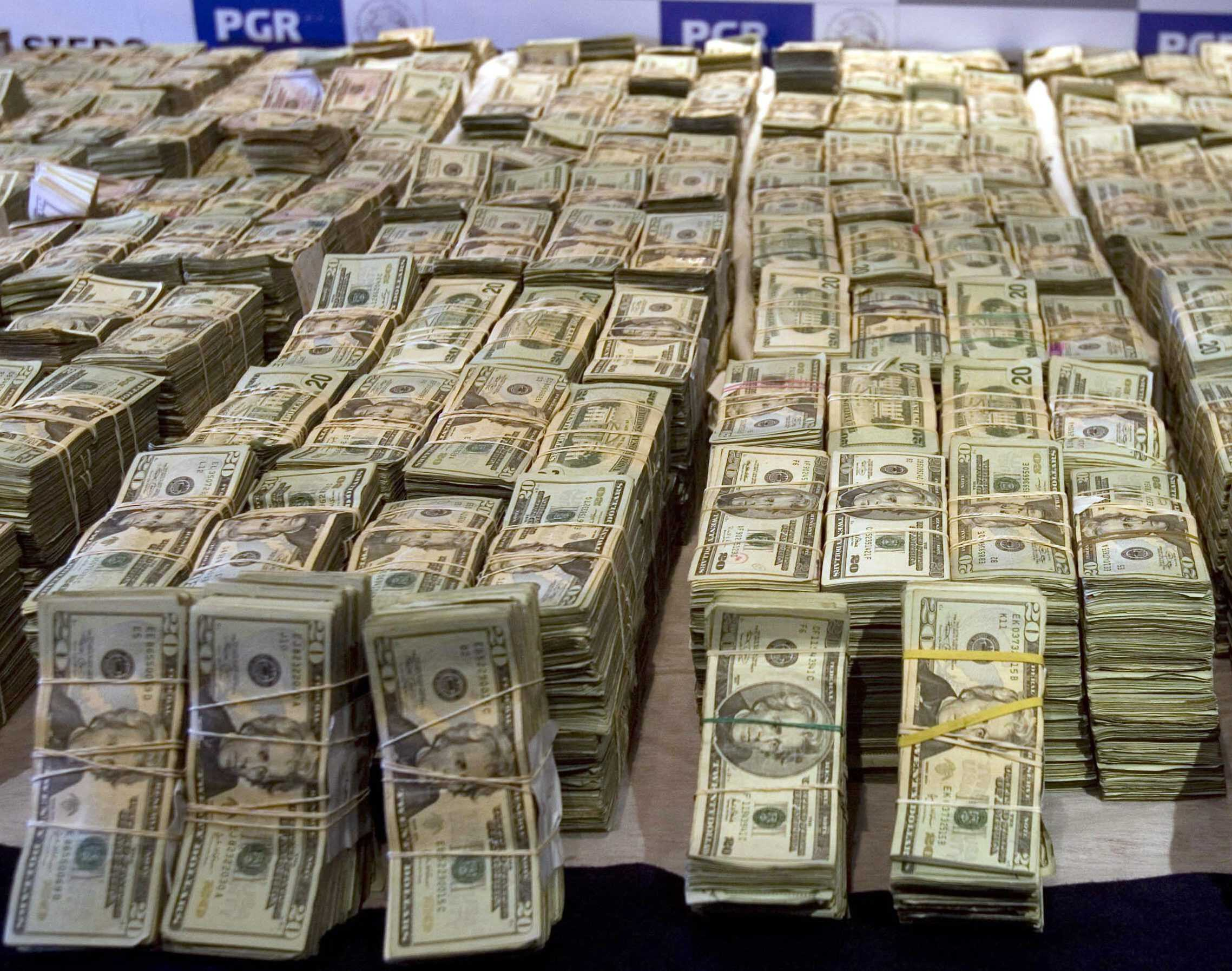 1500 dollars (USD) en roubles russes (frotter)