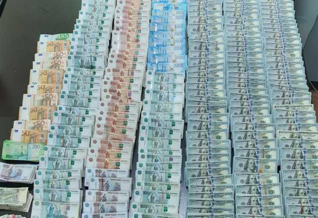 2000000000 dollars américains en roubles